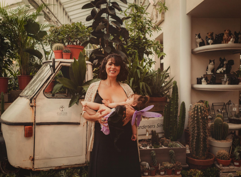 Breastfeeding_woman_plants